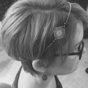 Cheveux court avec un headband Les Crea de Marie